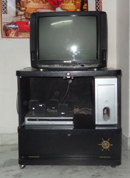 "Aiwa 21"" TV with LG DVD player, 5.1 Home theator system and stand For Sale - Used"